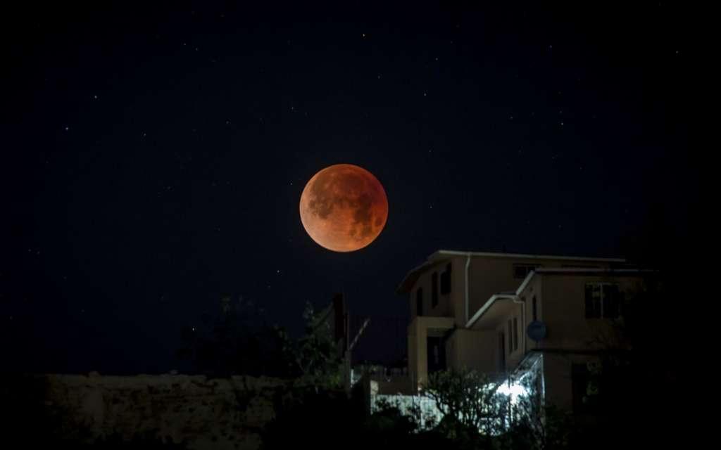 Es probable que el satélite natural de la Tierra se observe de color rojo. FOTO: ARCHIVO