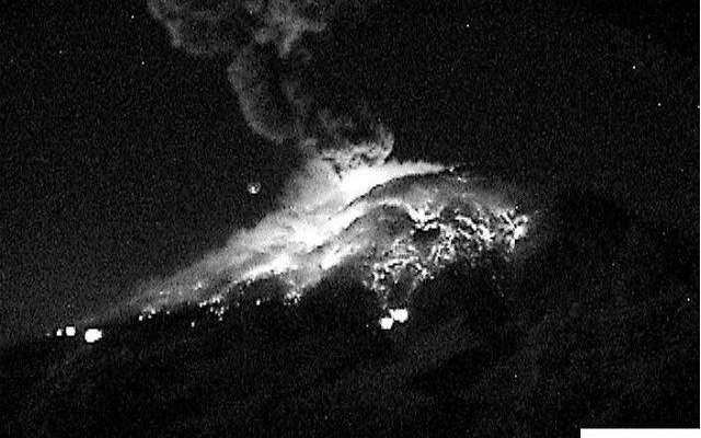 Fragmentos incandescentes cubrieron las laderas del lado de Puebla