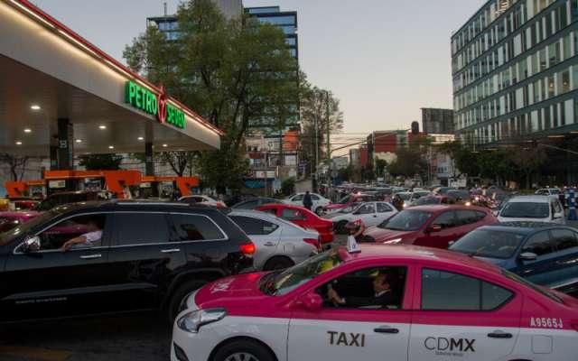 Autoridades federales y de Petróleos Mexicanos insisten en que no existe desbasto del combustible y los problemas se deben a problemas de logística en la distribución