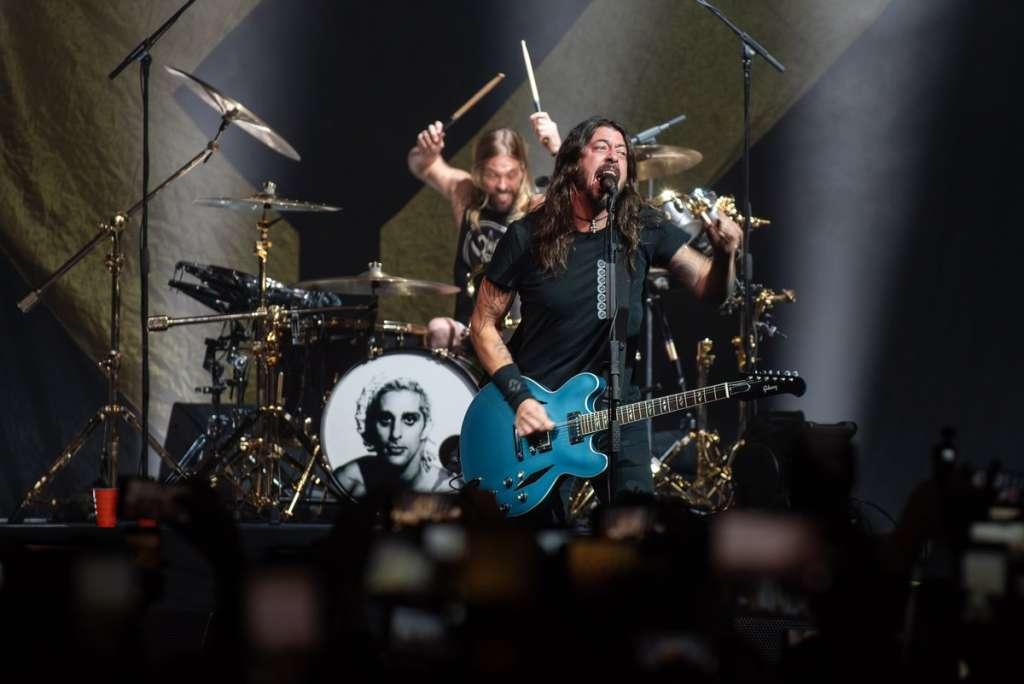 En el clip los Foo Fighters encarnan a un equipo fracasado de americano llamado San Fernando Jackalopes