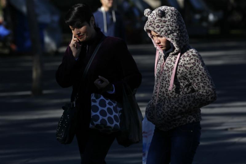 El organismo sugirió utilizar al menos tres capas de ropa, cubrir boca y nariz, evitar cambios bruscos de temperatura, así como ingerir frutas y verduras