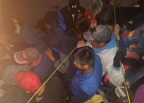 Los 89 hombres, 25 mujeres y 51 menores de edad, fueron trasladados a las instalaciones de la Fiscalía local