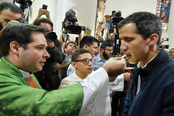 GUAIDÓ. Asistió a una ceremonia religiosa a la iglesia de San José Chacao, en Miranda. Foto: Reuters