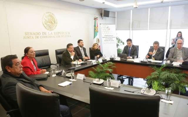 También acudió Julio Ángel Sabines, hijo del ex gobernador de Chiapas y ex secretario general del PRI, Juan Sabines Gutiérrez