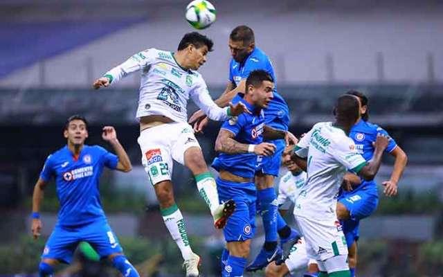 Los aficionados despidieron con abucheos a los jugadores de La Máquina y señalaron al portero Guillermo Allison como uno de los responsables de la derrota