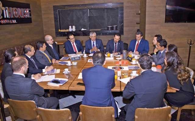 MANOS A LA OBRA. Los representantes del deporte profesional en México, reunidos por una causa. Foto: Especial