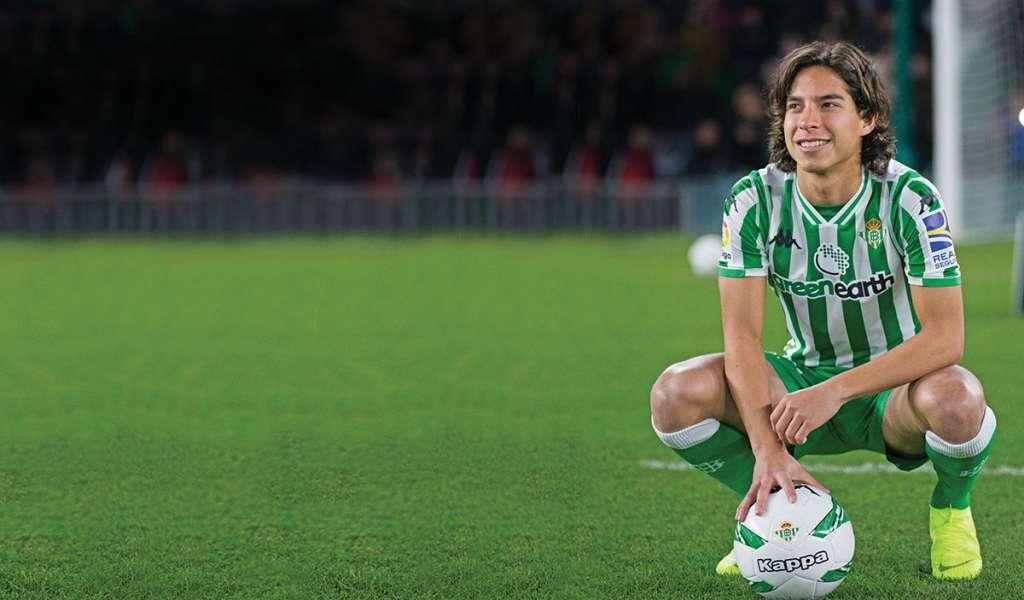 Foto durante la presentacion de Diego Lainez como nuevo jugador del Real Betis celebrado en el estadio Benito Villamarin en Sevilla, Espana.