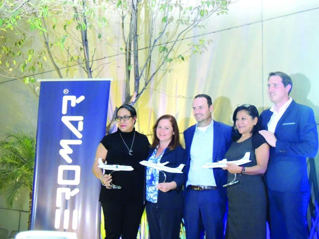IMPULSO. Danilo Correa (centro), director general de Aeromar, apuesta por volar más alto. FOTO: ESPECIAL