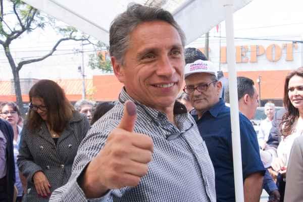 Habitantes de Coyoacán denunciaron entrega de tinacos sólo a perredistas. Foto: Archivo   Cuartoscuro