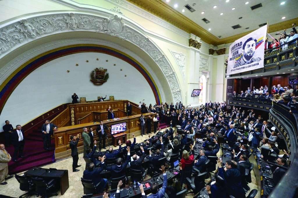 En la sesión se exigió la liberación del diputado Juan Requesens, preso desde hace cuatro meses. FOTO: AFP