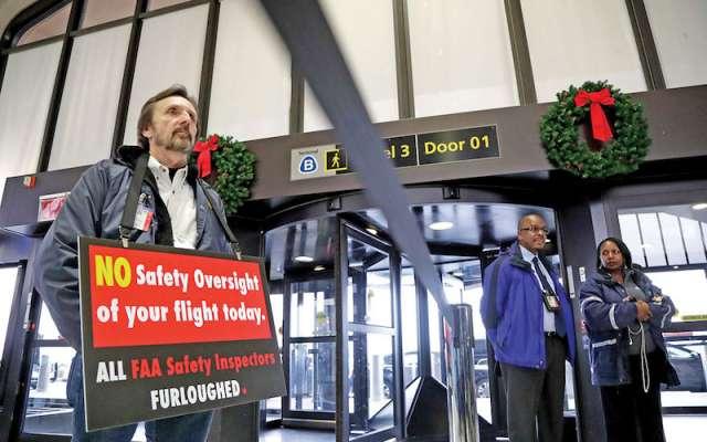 Un memorial en Nueva York permanece cerrado; al igual que algunas áreas de aeropuertos.