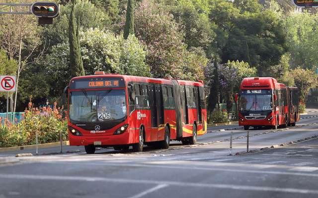 El Metrobús opera como todos los días, pues utiliza un diésel importado de Canadá y Estados Unidos. Foto: Víctor Gahbler.