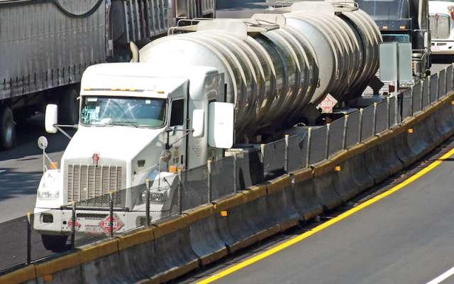 Los industriales aseguran que estos camiones cuentan con una mejor logística, por lo que buscan se acepte su propuesta para iniciar mañana sábado /CUARTOSCURO.COM