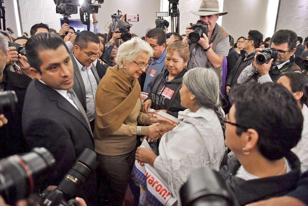 La titular de la Segob dijo a los padres de los 43 que se va a esclarecer el caso. Foto: Pablo Salazar / El Heraldo de México