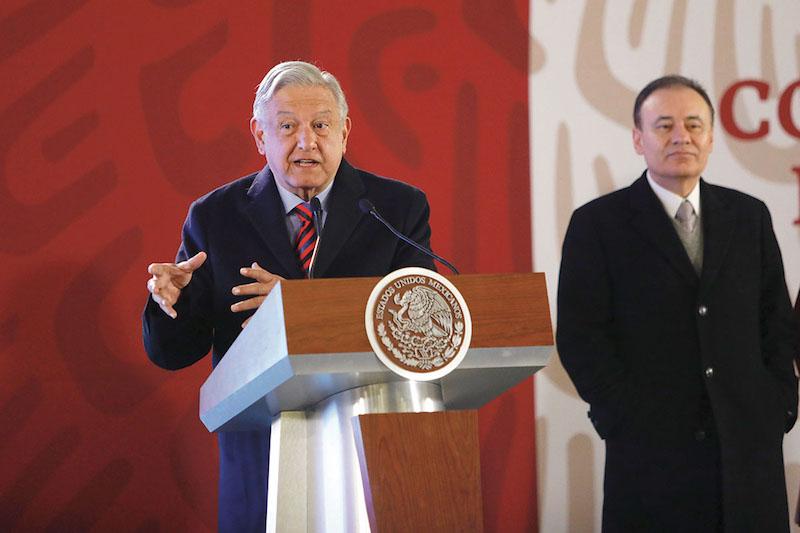 El presidente López Obrador explicó que la estrategia contra el robo de combustible ha funcionado y prometió regresar el abasto a la normalidad. Foto: Nayeli Cruz / El Heraldo de México.
