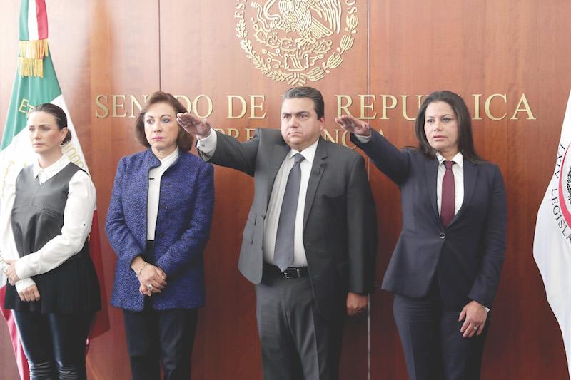 Roberto Moya Clemente tomo protesta como senador en sustitución de Rafael Moreno Valle, quien murió el pasado 24 de diciembre del año pasado en un accidente aéreo. La toma de protesta estuvo presidida por Martí Batres. FOTO: CUARTOSCURO.COM