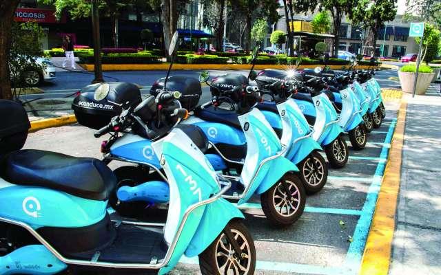 Mediante una app se puede contratrar el servicio de motonetas eléctricas de Econduce en la Ciudad de México. FOTO: ESPECIAL