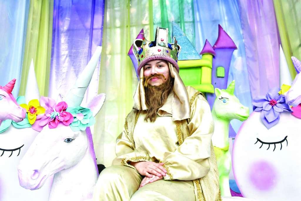MAGA. A sus 15 años, Esmeralda incursiona en la tradición familiar de representar la ilusión infantil. FOTO: EDGAR LÓPEZ
