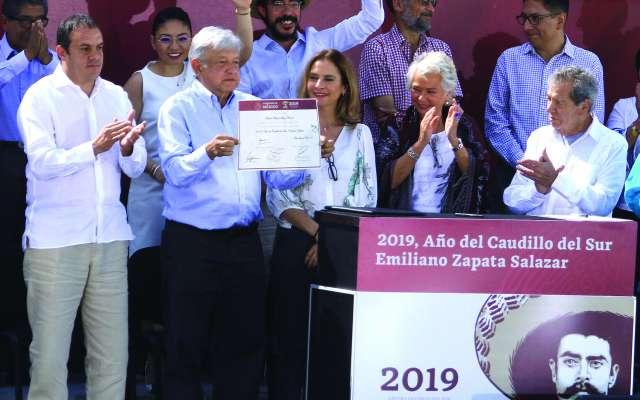 """El presidente Andrés Manuel López Obrador estuvo en Ayala, Morelos, donde Zapata promulgó el plan, cuyos ideales eran """"Tierra y Libertad"""". FOTO: NOTIMEX"""