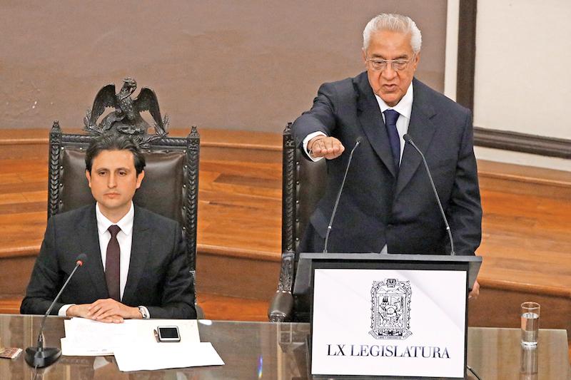 Guillermo Pacheco rindió protesta como gobernador interino e instó a partidos y sociedad a unirse por Puebla. Foto: Especial.