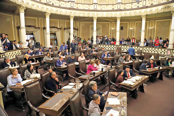 SESIÓN. Por mayoría, los 41 diputados locales establecieron fecha para la elección. Foto: Enfoque.