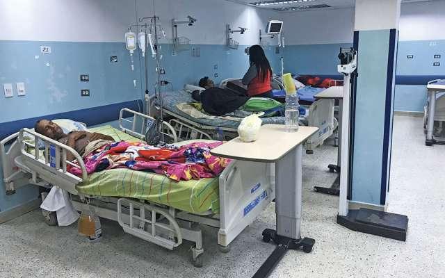 El médico José trabaja en el hospital más grande de Caracas, dice que diario mueren uno o dos enfermos. Foto: AFP