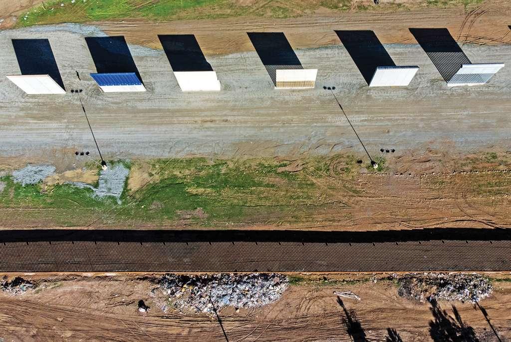 Son muestras de la posible muralla en la frontera. Foto: AFP