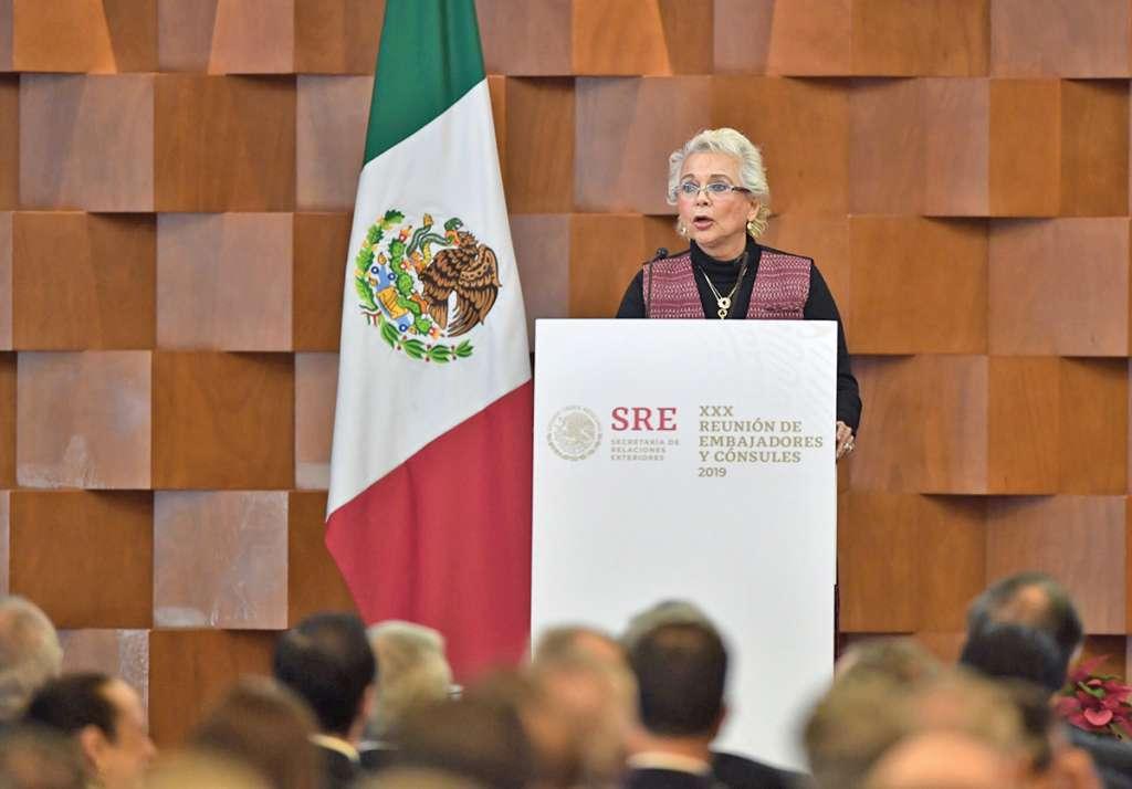 Olga Sánchez Cordero participó ayer en la cumbre de embajadores. Foto: Pablo Salazar / El Heraldo de México