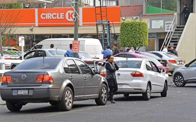 La sugerencia de los empresarios y la ciudadanía es para facilitar el proceso de abastecimiento del combustible, a fin de que todos puedan acceder al mismo. Foto: Pablo Salazar Solís / El Heraldo de México.