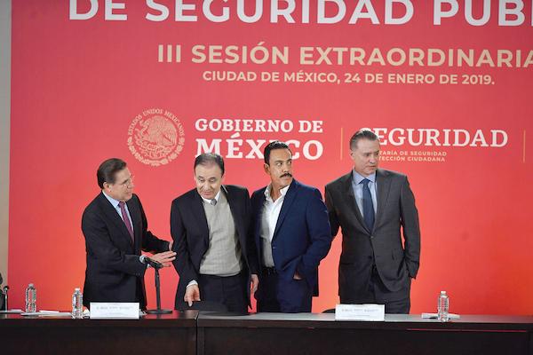 SEGURO. Durazo Montaño recibió el apoyo de gobernadores estatales al anunciar la propuesta. Foto: Pablo Salazar / El Heraldo de México