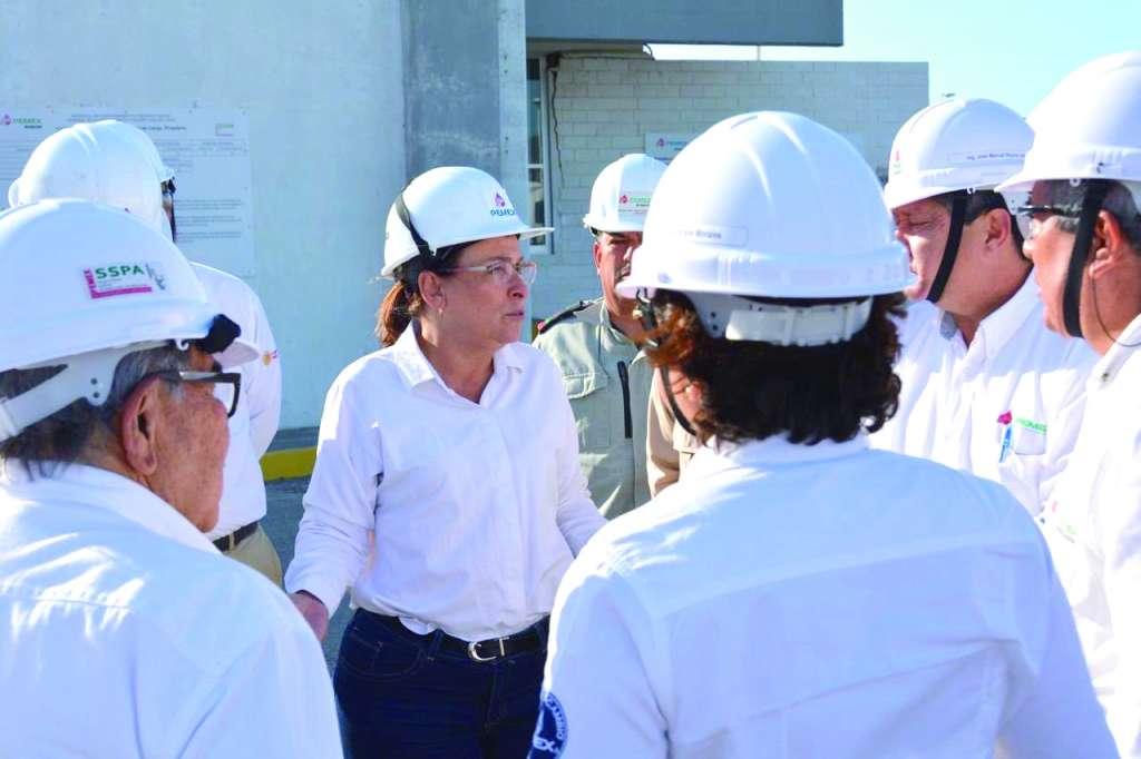 Rocío Nahle, secretaria de Energía, supervisó los trabajos de mantenimiento que se realizan en la refinería de Salina Cruz. FOTO: ESPECIAL