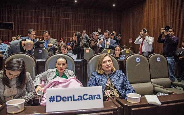 Las senadoras panistas Martha Cecilia Márquez y Xóchitl Gálvez exigieron a los  titulares ausentes explicar los motivos de su ausencia. FOTO: MARIO JASSO /CUARTOSCURO.COM