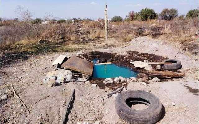 Una toma clandestina fue localizada en León, Guanajuato. Llegó Policía Municipal y Bomberos. Foto: Especial.