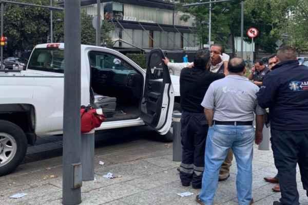 De acuerdo con el alcalde los presuntos escoltas chocaron y después golpearon a los trabajadores. Foto: Víctor Romo