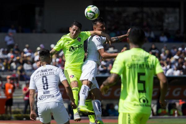 Los goles de Víctor Malcorra (24') y Felipe Mora (31') parecieron darle tranquilidad a los universitarios, tras un primer tiempo de poco riesgo en su portería