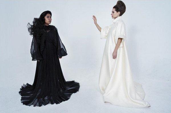 Durante el performance titulado Hollywood Tales se aprecia Yalitza luciendo un vestido negro de Valentino; y Mariana con un atuendo de The Row. Foto: Twitter