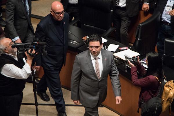 Noé Castañón, tomó protesta como senador del Partido Revolucionario Institucional (PRI), durante la sesión ordinaria del Senado de la República. FOTO: MISAEL VALTIERRA / CUARTOSCURO.COM