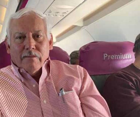 Víctor Villalobos charló con El Heraldo de México durante un vuelo. Foto: Francisco Nieto