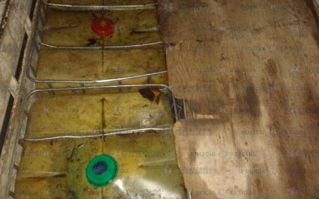 El combustible fue localizado en  contenedores en varios vehículos. Foto: Especial,