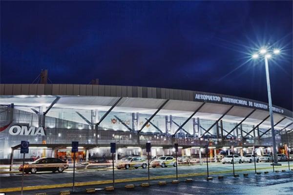 Por su parte, las aerolíneas informaron a sus clientes sobre el restablecimiento de las operaciones en el aeropuerto de Monterrey; sin embargo, advirtieron que posiblemente los vuelos sufrieron un cambio de horario.