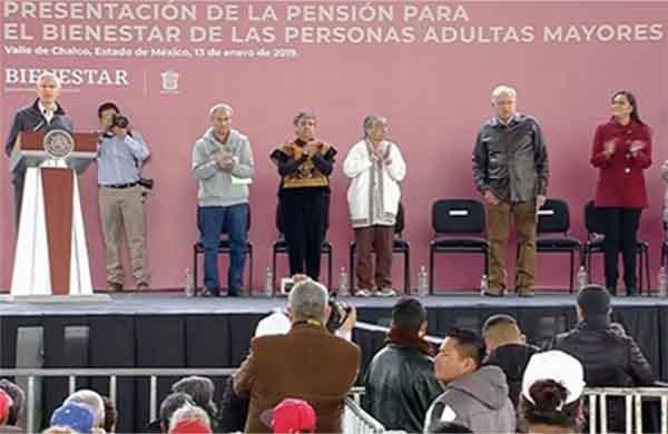 El presidente de la República, Andrés Manuel López Obrador, presenta esta mañana en el Valle de Chalco, los detalles del programa Pensión para Adultos Mayores.