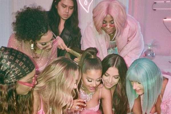 En Instagram ha publicado videos cortos y fotografías del video, la primera fue la de color rosa en donde aparece recostada.