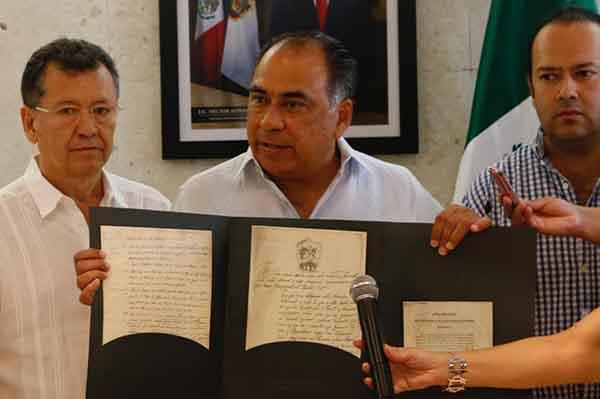 Dentro de la paquetería que harán llegar hasta la casa de Quadri están Los Sentimientos de la Nación, firmados en Chilpancingo.