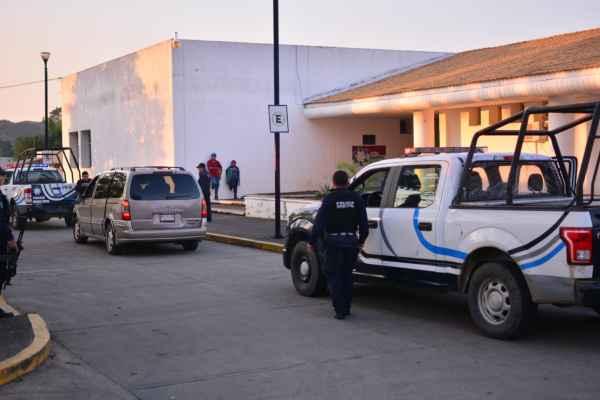 """Los heridos fueron trasladados al hospital general """"Miguel Alemán González"""" de Oluta – Acayucan. Foto: Especial"""