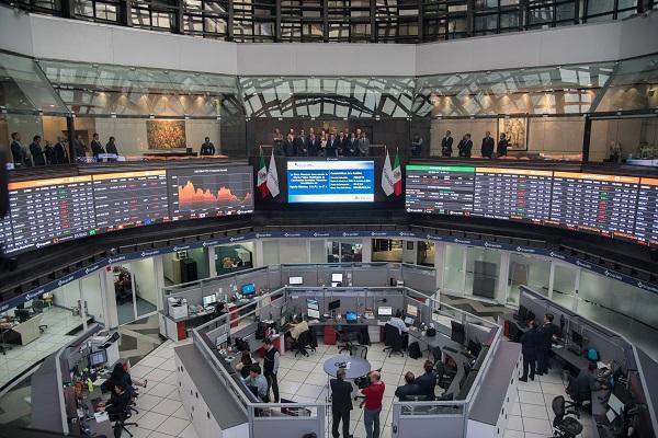 La Bolsa Mexicana avanzó en línea con los mercados globales, después de que la fuerte caída de las acciones de Apple generará pérdidas en la sesión del jueves. Foto: Cuartoscuro