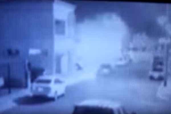 Al parecer, la grabación se tomó desde la cámara de seguridad de un vivienda vecina. Foto: Especial