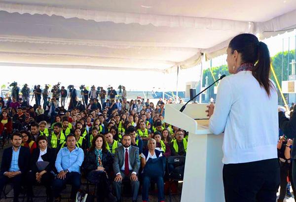 """En el atrio de la Basílica de Guadalupe, la jefa de Gobierno, Claudia Sheinbaum, encabezó la jornada """"Sí al desarme, sí a La Paz"""". FOTO: ESPECIAL"""