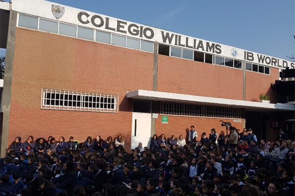 En el evento alumnos del Colegio Williams llevaron a cabo actividades artísticas por los festejos, entre ellos algunos performance.