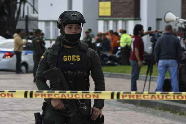 El atentado fue dirigido contra la Escuela de Oficiales General Francisco de Paula Santander. Foto: AFP