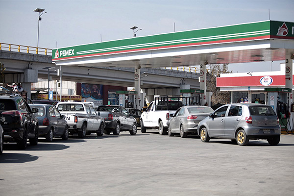 En la última semana de enero una sola pipa de gasolina de 22 mil litros llega a una estación cada tercer día FOTO: Archivo/ Cuartoscuro